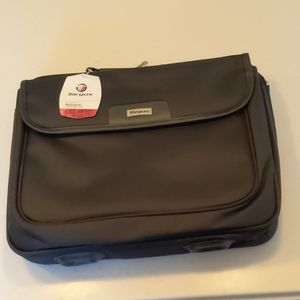 "Targus 15.4"" clamshell Notepac laptop case"
